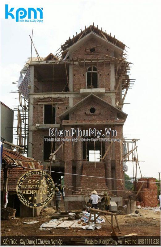 Hình ảnh thi công căn biệt thự cổ điển ở giai đoạn phần thô